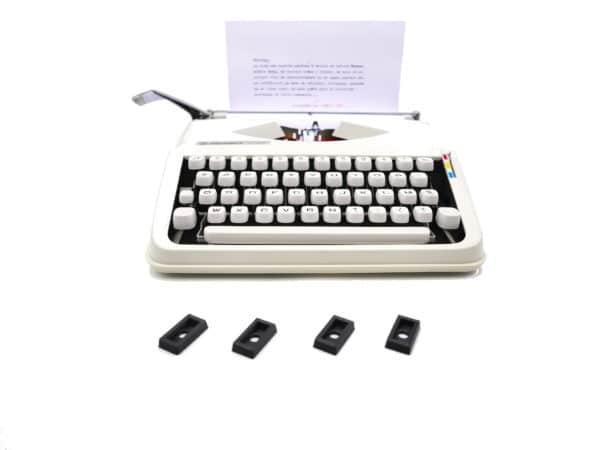 Lot de quatre pieds pour machine à écrire Hermes Baby version creuse